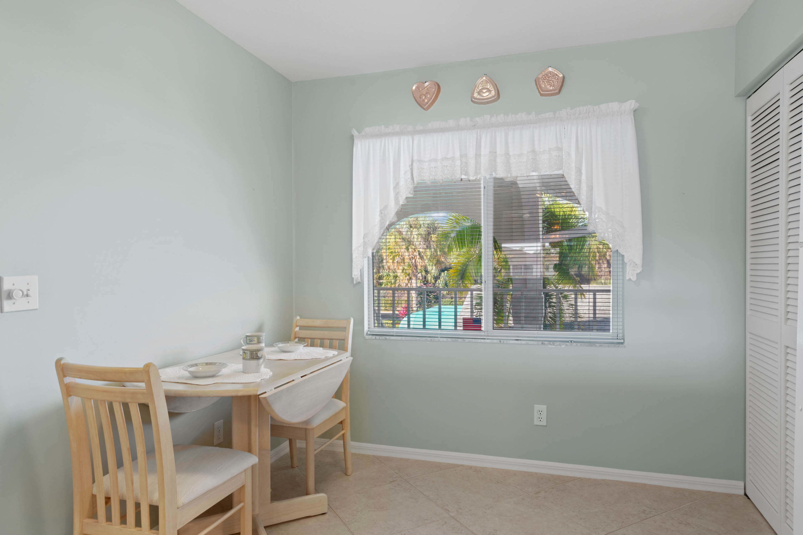 452 Belina Dr 1302 - Breakfast Nook
